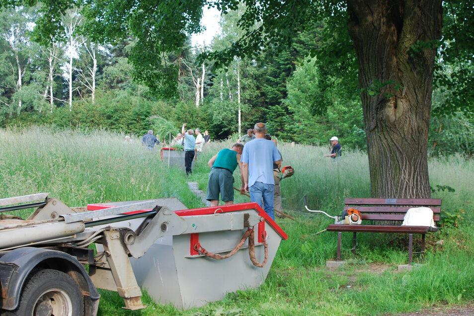 Die Bannewitzer Regionalgruppe Goldene Höhe pfleget hier ehrenamtlich eine Wiese in Börnchen. Für den nächsten Einsatz werden helfende Hände gesucht.