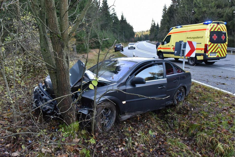 Die Fahrt dieses Opel endete mit Totalschaden.