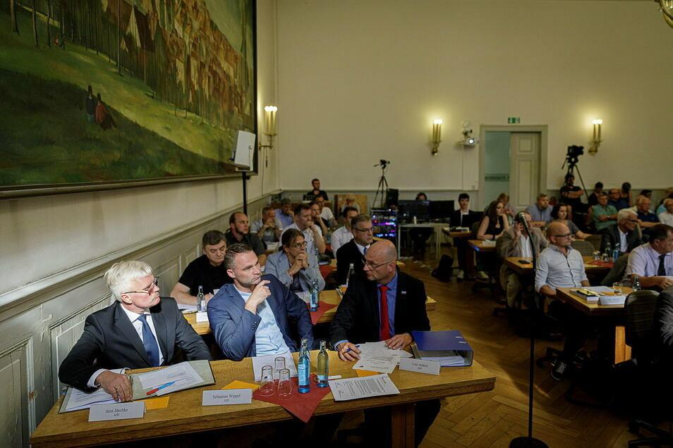 Jens Jäschke (li) ist nicht mehr in der Görlitzer AfD-Fraktion, Sebastian Wippel (Mitte) schon. Und Lutz Jankus ist zwar Fraktionssprecher, aber nicht in der AfD.