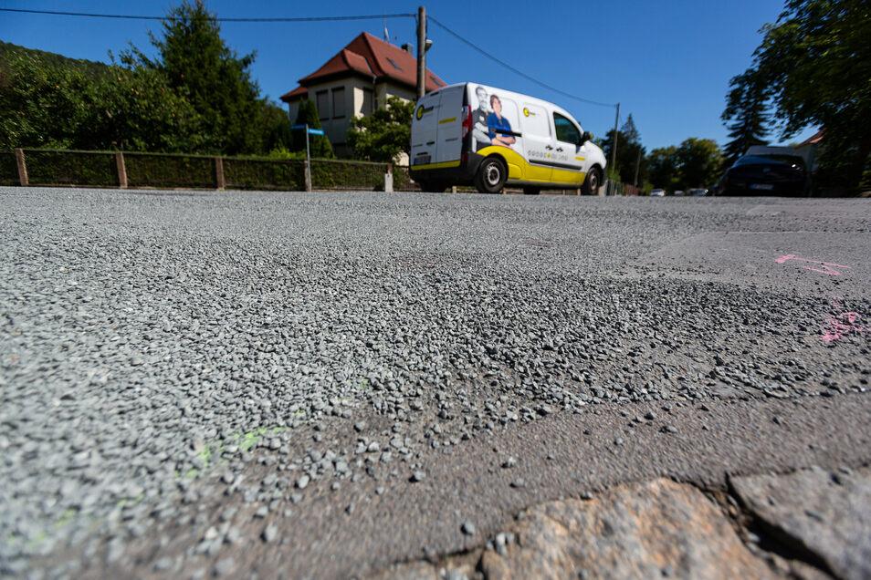 Frisch gesplittete Straße am Hexenberg.