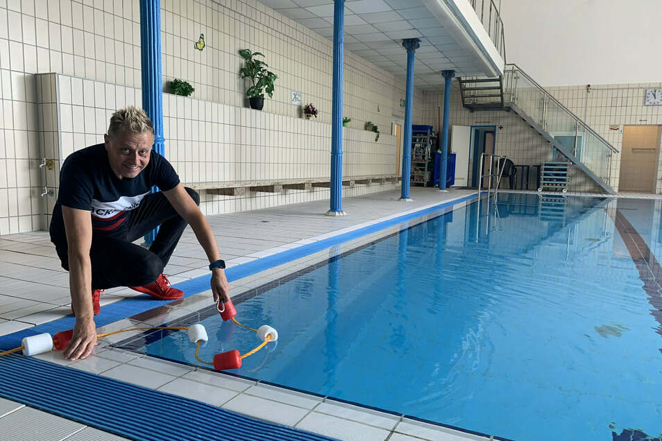 Jens Göhler und das Stadtbad-Team stehen bereit. Ab Montag darf die Einrichtung in Roßwein wieder genutzt werden – allerdings von einer begrenzten Zahl an Gästen. Das trifft auch auf die Sauna im Haus zu.