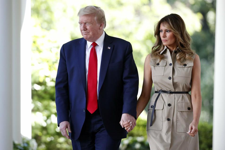 """Ehepaar Trump am Weißen Haus: """"Wir werden das GEMEINSAM durchstehen"""", schrieb der US-Präsident auf Twitter."""