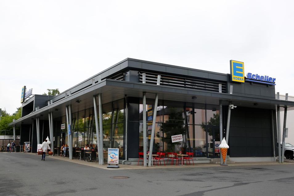 So oder ähnlich könnte es perspektivisch auch in Kamenz am Siedlungsweg aussehen. Das Foto zeigt den Edeka in Radeberg.