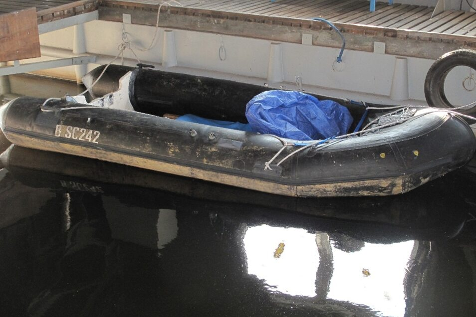 Wer kennt den Eigentümer dieses Schlauchbootes?