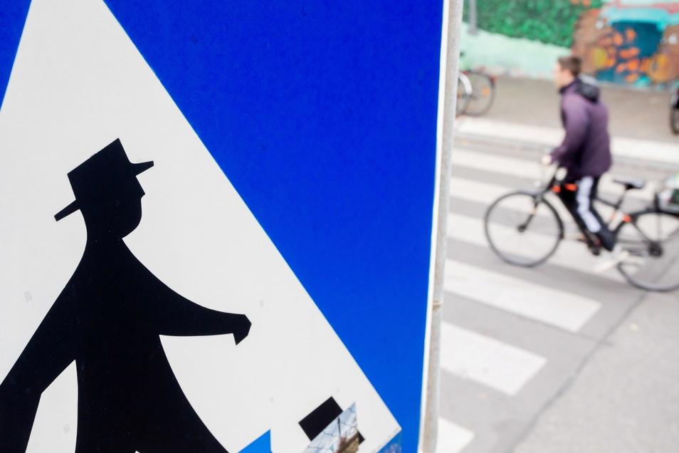 Radfahrer haben auf dem Fußgängerüberweg kein Vorrecht.