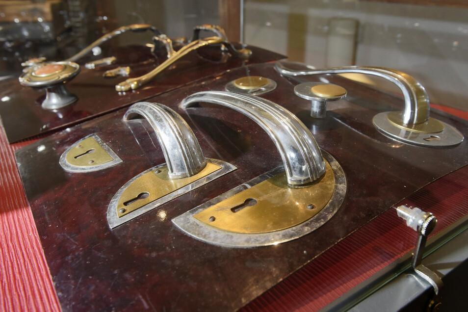 Das Döbelner Stadtmuseum öffnet am Sonntag wieder für Besucher. Möbelbeschläge der Firma Robert Tümmler sind auch zu sehen.