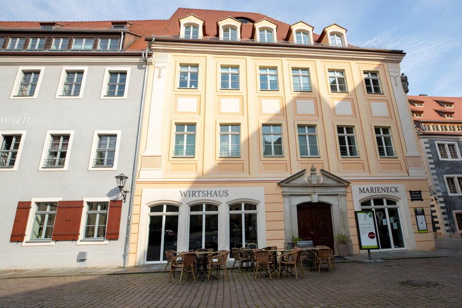 """So sieht der Gebäudekomplex Am Markt 19/20, hier mit dem Wirtshaus """"Marieneck"""", nach der Sanierung aus."""