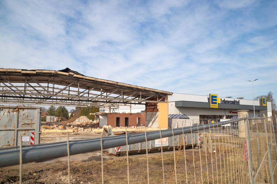 Seit Mitte März ist das frühere Autohaus Schnieber verschwunden. In Kürze beginnen hier - direkt neben Edeka - die Arbeiten für den neuen Rothenburger Netto-Markt.