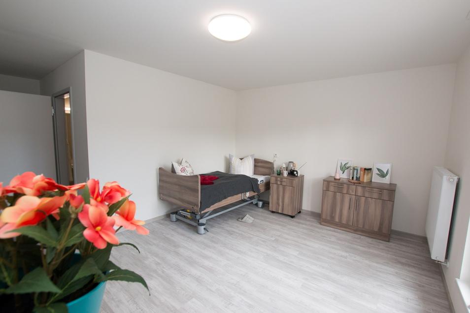 Interessierte können sich ein Musterzimmer in der neuen Seniorenresidenz anschauen. Dazu ist aber eine Anmeldung notwendig. Die Zimmer sind 20 bis 25 Quadratmeter groß.
