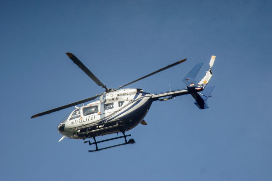Bei der Suche nach einem Senior und einem Kind in Königsbrück kam am Donnerstagabend auch ein Hubschrauber zum Einsatz.