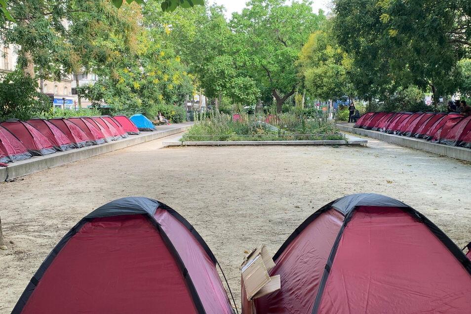 Mit dem Zeltcamp wollen Hilfsorganisationen auf die prekäre Lage minderjähriger Asylsuchender aufmerksam machen.