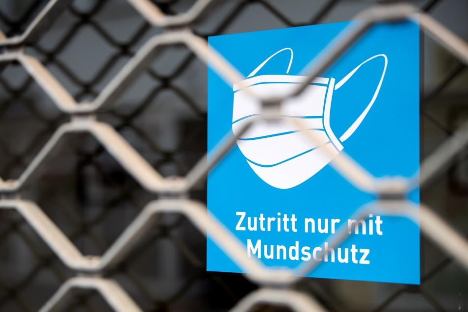 Bei einer Inzidenz unter 10 wird die Maskenpflicht in Supermärkten und Geschäften in Sachsen aufgehoben.