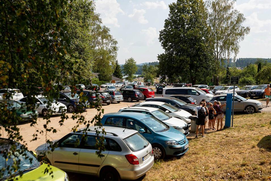 Die Parkplätze waren ausgelastet. Aber entlang der Straßen standen weniger Autos als in früheren Jahren.