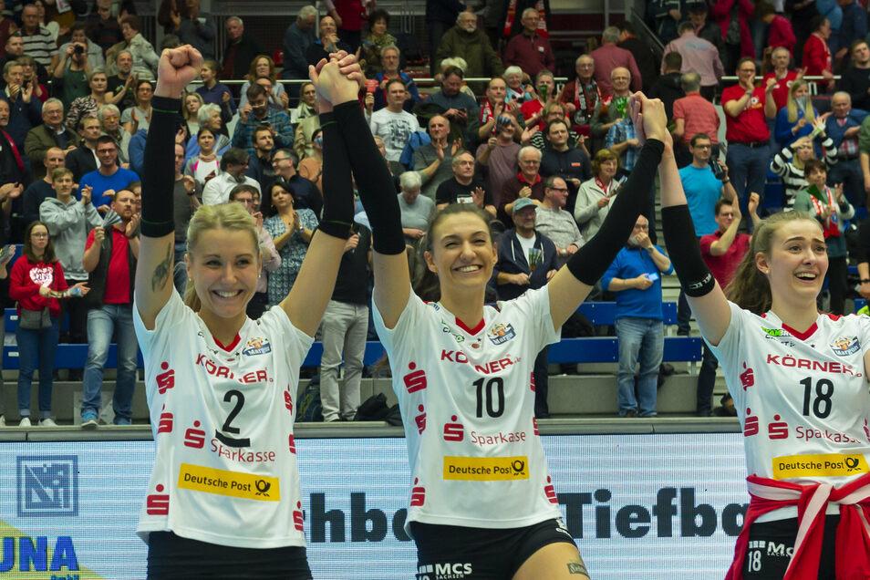 Nach dem bislang letzten Europacup-Spiel des Dresdner SC konnten Mareen von Römer, Lena Stigrot und Sarah Straube (v.l.) am 4. März über den Einzug ins Halbfinale jubeln - dann kam Corona.