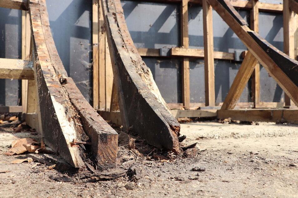 Wo das Wasser stand, ist das Holz morsch. Doch die meisten Holzteile sind noch in Ordnung.
