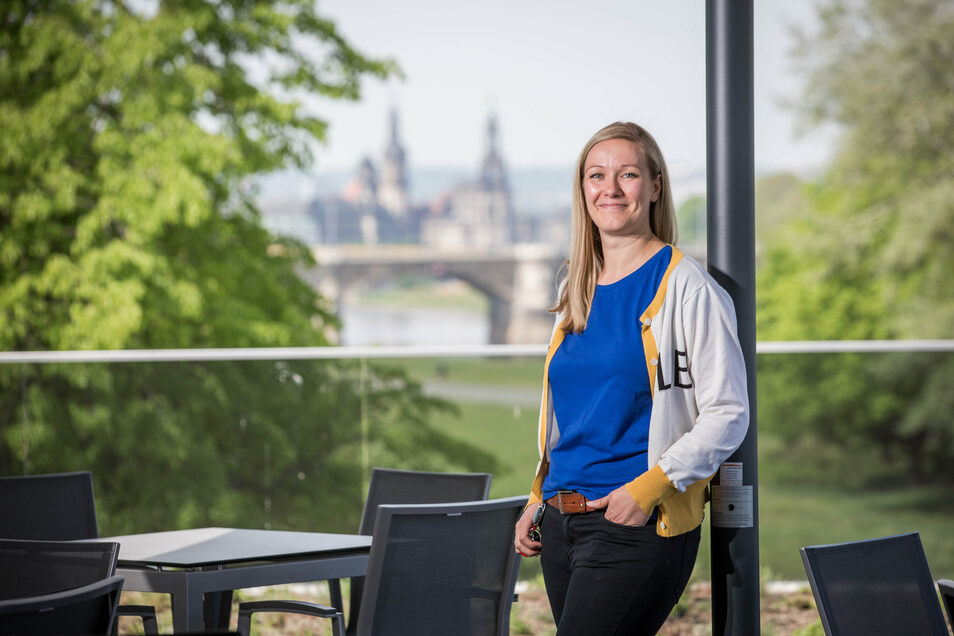 Dachterrasse in bester Lage: Betreiberin Laura Girke ist vom Altstadt-Blick begeistert. Auch deshalb wagte sie den Schritt, ein zweites Restaurant in Dresden zu eröffnen.