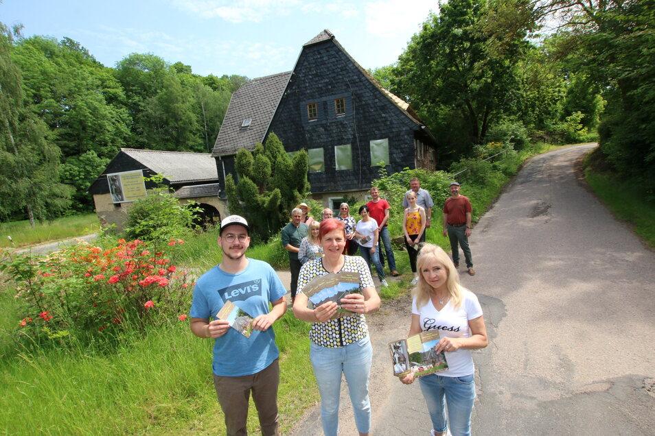 Michael Berr, Bettina Böhme und Stefanie Rathmann (von links) bilden den neuen Vorstand des Fördervereins für die Steinaer Mühle.
