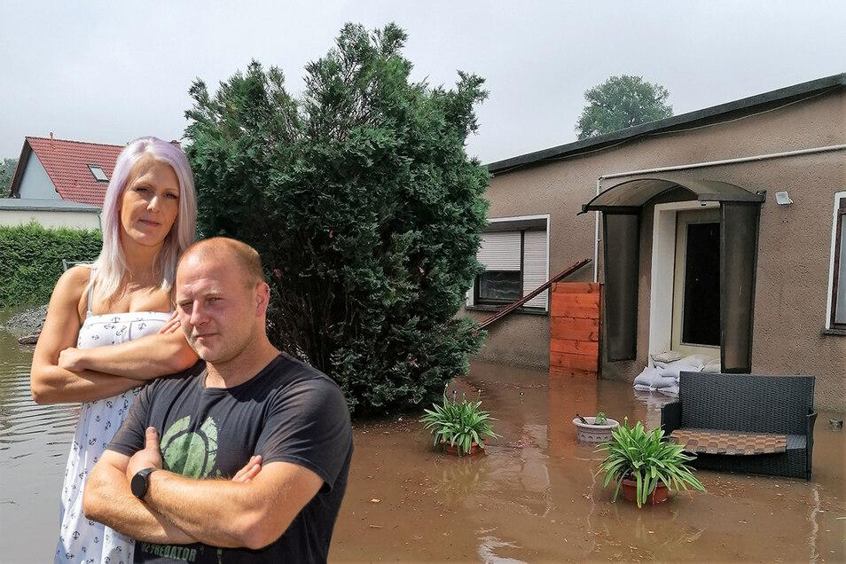 Grundstück und Haus von Anett Raffelt und Sebastian Schramm in Neukirch/Lausitz waren am 17. Juli dieses Jahres vom Hochwasser betroffen. Mehrere Wochen musste das Paar deshalb in einem Wohnanhänger leben.