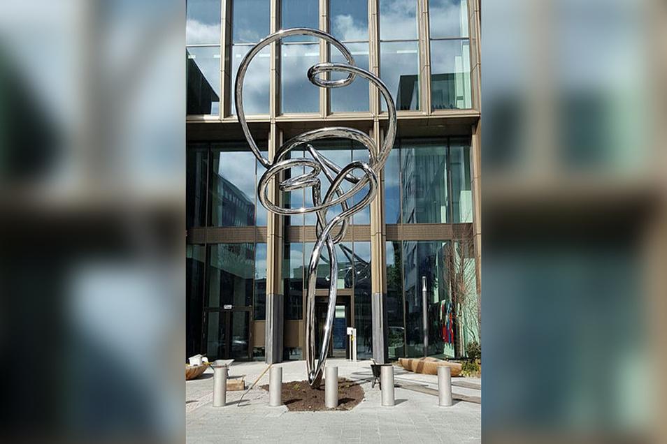 """Das Kunstwerk """"Pendulum"""" ist das Wahrzeichen der Europäischen Arzneimittelagentur in Amsterdam."""