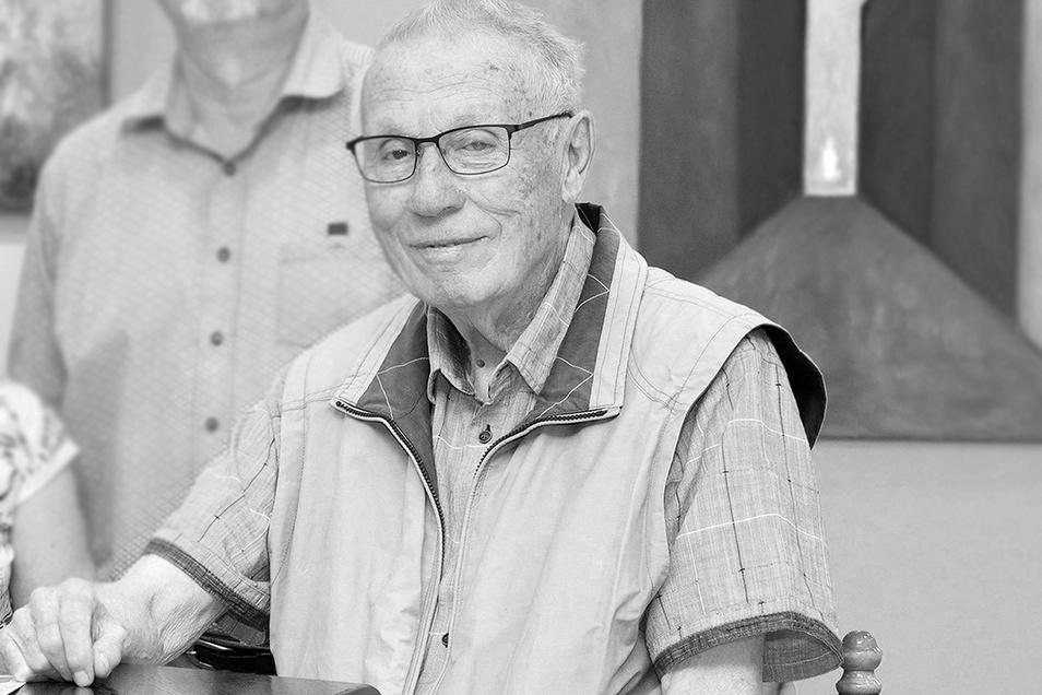 Der langjährige Riesaer Kaffeeklatsch-Moderator Lothar Gläsel ist im Alter von 87 Jahren gestorben.