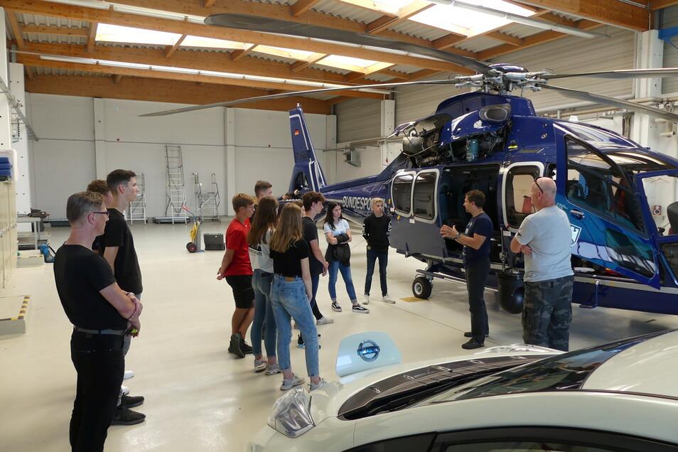 Die Schüler besuchten auch die Hubschrauberstaffel