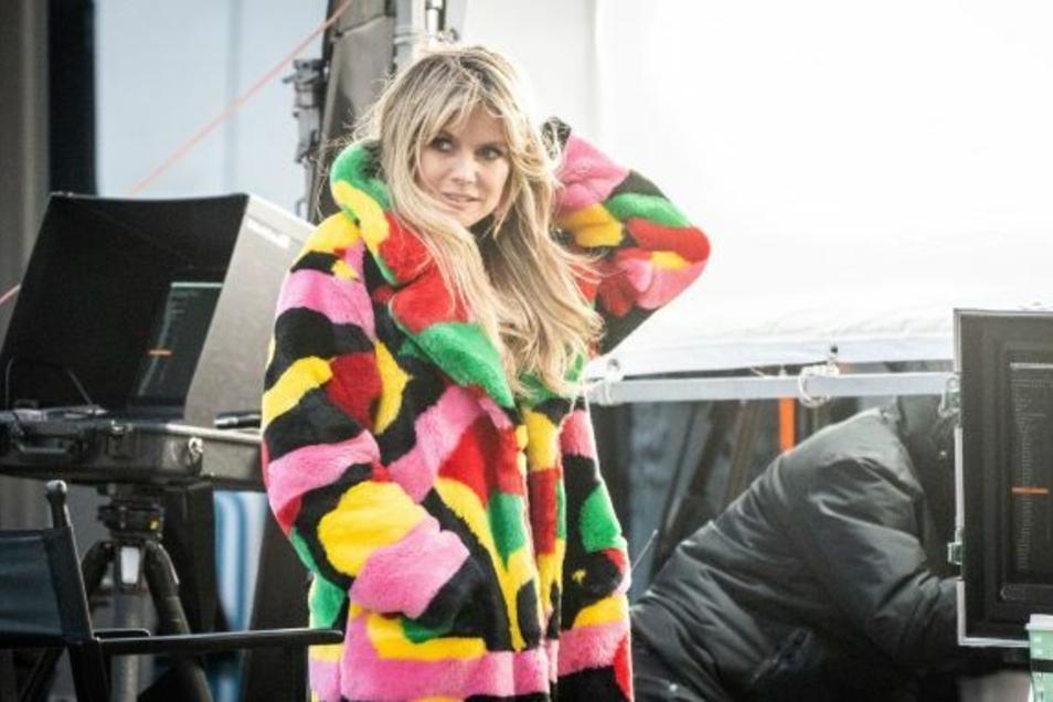 Heidi Klum steht bei den Dreharbeiten für eine neue Staffel «Germany's next Topmodel» am Set.