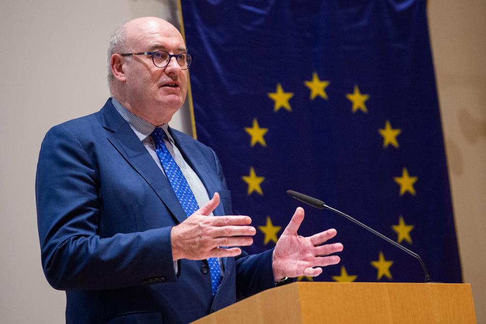 Der irische EU-Handelskommissar Phil Hogan verlor sein Amt, nachdem er im Sommer bei einem Golfclub-Dinner mit rund 80 Teilnehmern erwischt worden war.