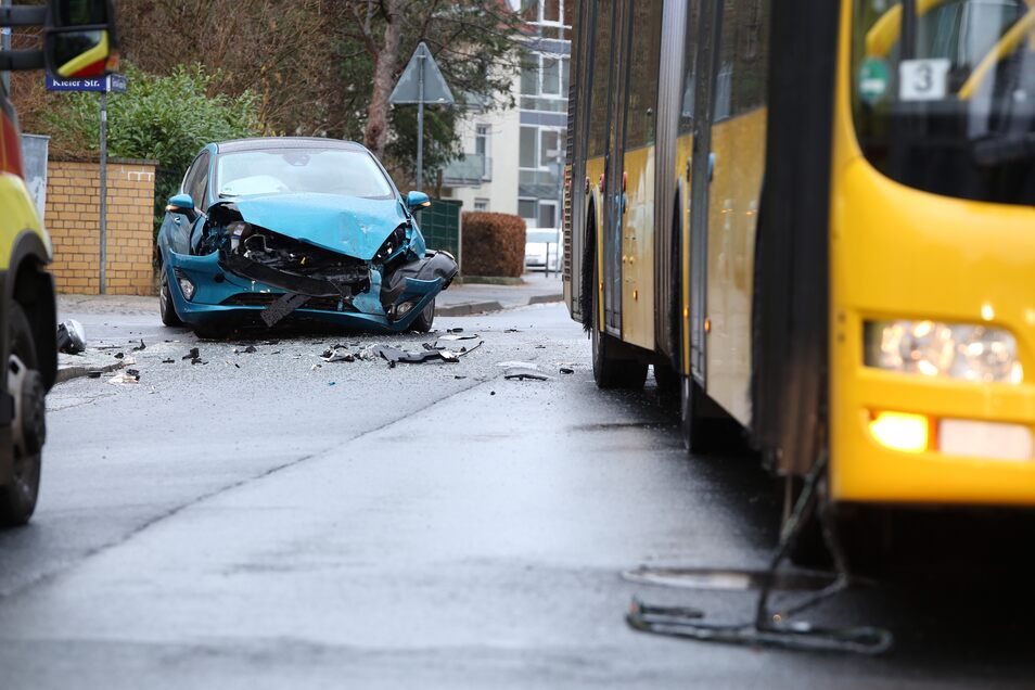 Die beiden unfallbeteiligten Fahrzeuge in Klotzsche