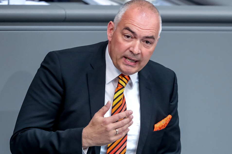 Der Bundestag hob die Immunität des CDU-Abgeordneten Axel Stein auf. Er wird verdächtigt, Bestechungsgelder angenommen zu haben.