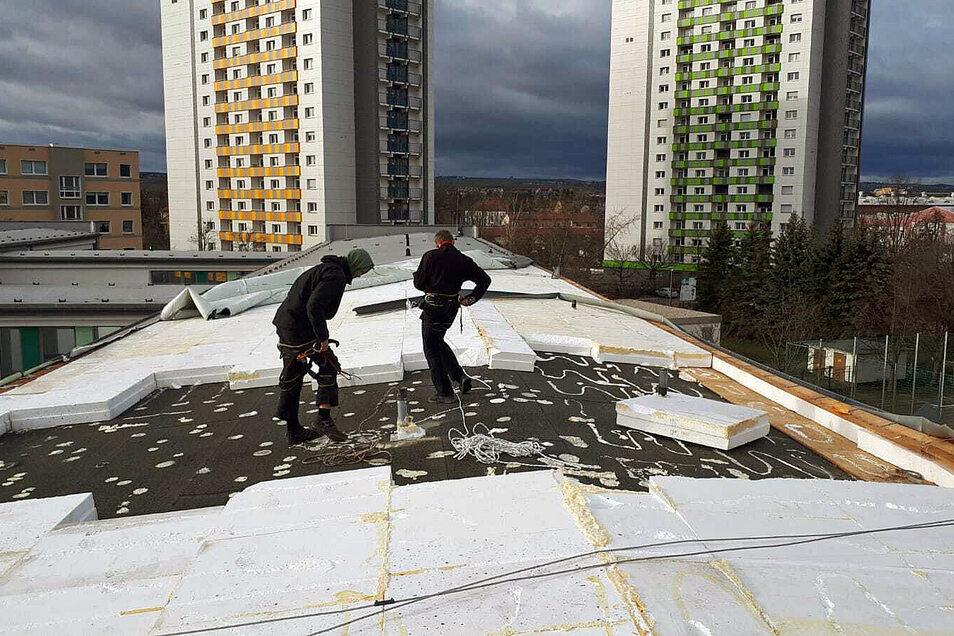 Der Sturm hat das Dach der Christlichen Schule in Dresden-Niedersedlitz beschädigt.