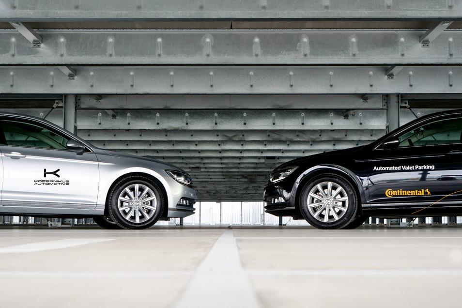 Die Zukunft des Parkens: Das Auto fährt im Parkhaus autonom zu seinem Parkplatz, der Fahrer ist längst weg.