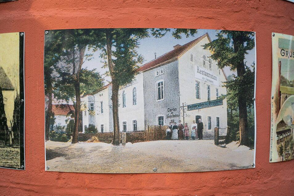"""Das ehemalige Kulturhaus wurde einst als Restaurant """"Zur Brauerei"""" mit Kegelbahn errichtet. Dieses alte Bild hängt an der Litfasssäule am alten Dorfanger."""