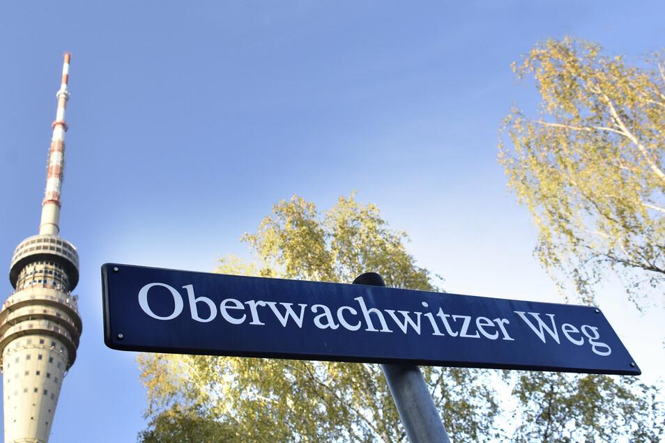 Der Fernsehturm am Oberwachwitzer Weg in Dresden