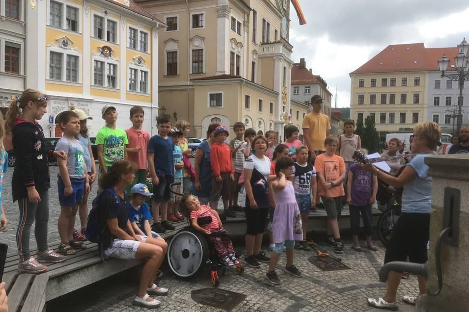 Voriges Jahr am 21. Juni hat noch der Chor der evangelisch-diakonischen Grund- und Förderschule in Löbau-Süd auf dem Altmarkt gesungen.
