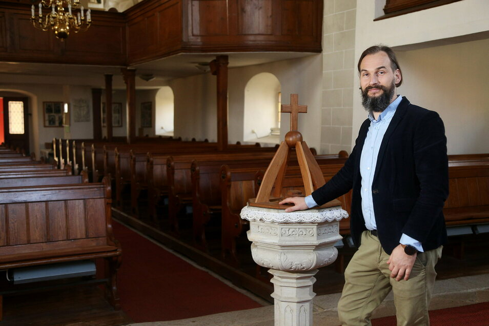 Pfarrer Martin Scheiter, hier zur Osterzeit in der Kirche Glaubitz. Seit Beginn der Pandemie hat er den Eindruck, die Gottesdienste seien besser besucht, sagt er.
