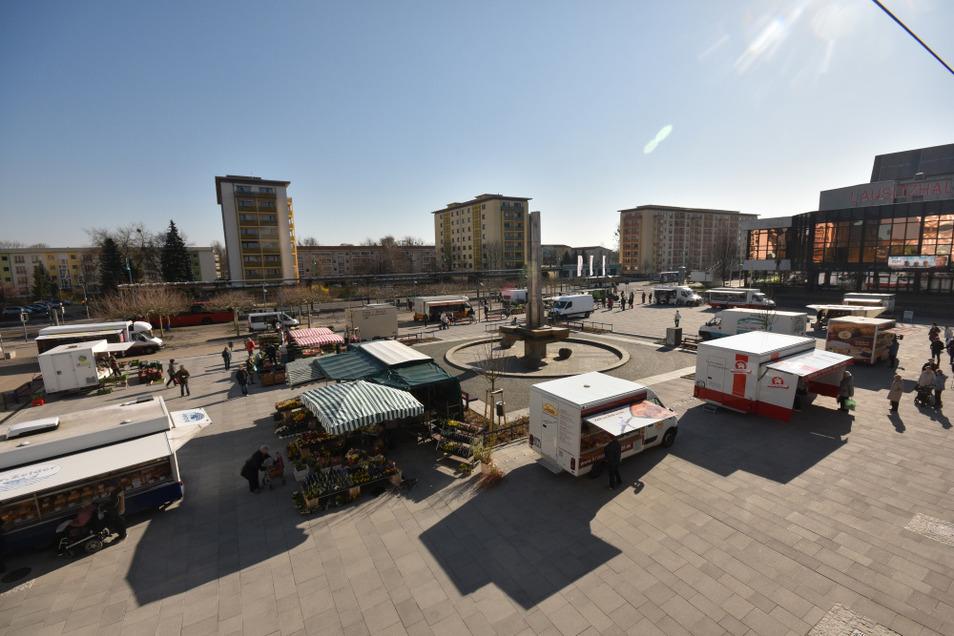 Lausitzer Platz mit Wochenmarkt