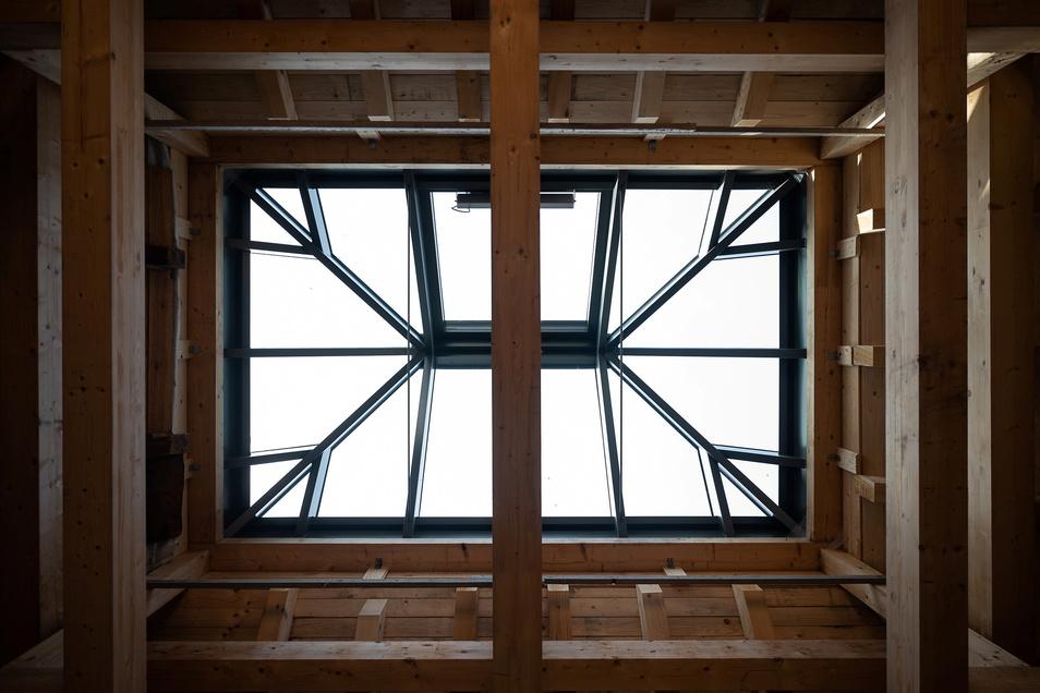 Das neu eingesetzte Dachfenster im Kutscherhaus lässt viel Licht hinein.