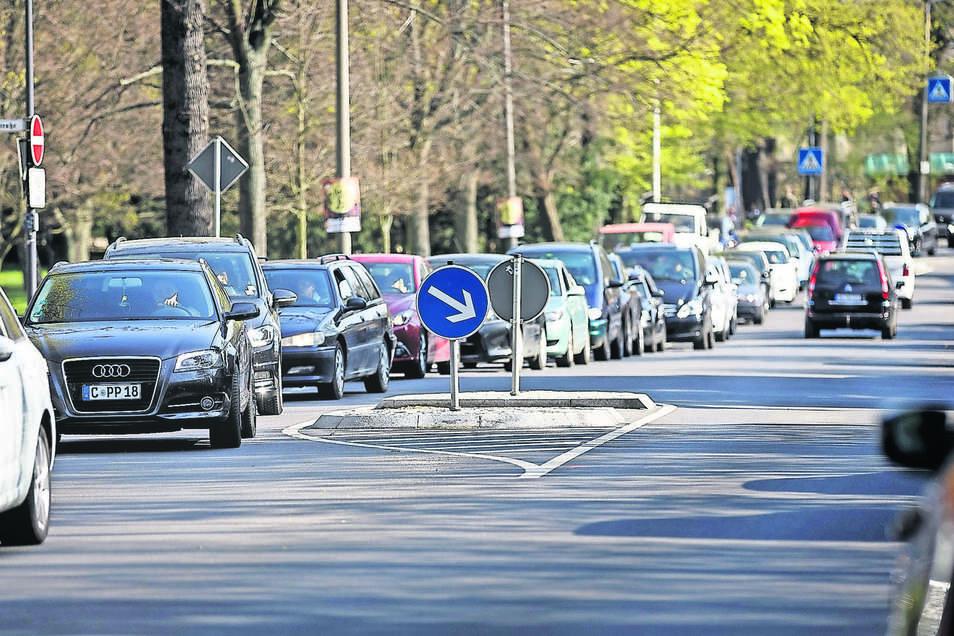 Kein schöner Start in den Feierabend: Stau auf der Dr.-Kahlbaum-Allee in Görlitz. An manchen Tagen läuft der Verkehr hier auch zur Feierabendzeit problemlos. Es gab aber auch schon Tage mit Stau bis zur Schillerstraße.