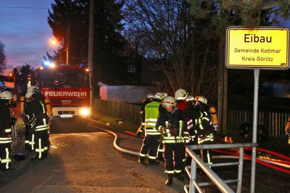 Bei einem Brand eines Wohnhauses am Oberoderwitzer Weg konnte ein Übergreifen der Flammen auf andere Gebäude verhindert - und Leben gerettet werden.