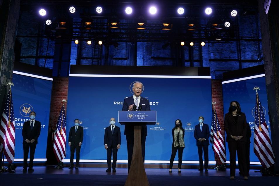 Joe Biden mit seinen ersten nominierten Regierungsmitgliedern.