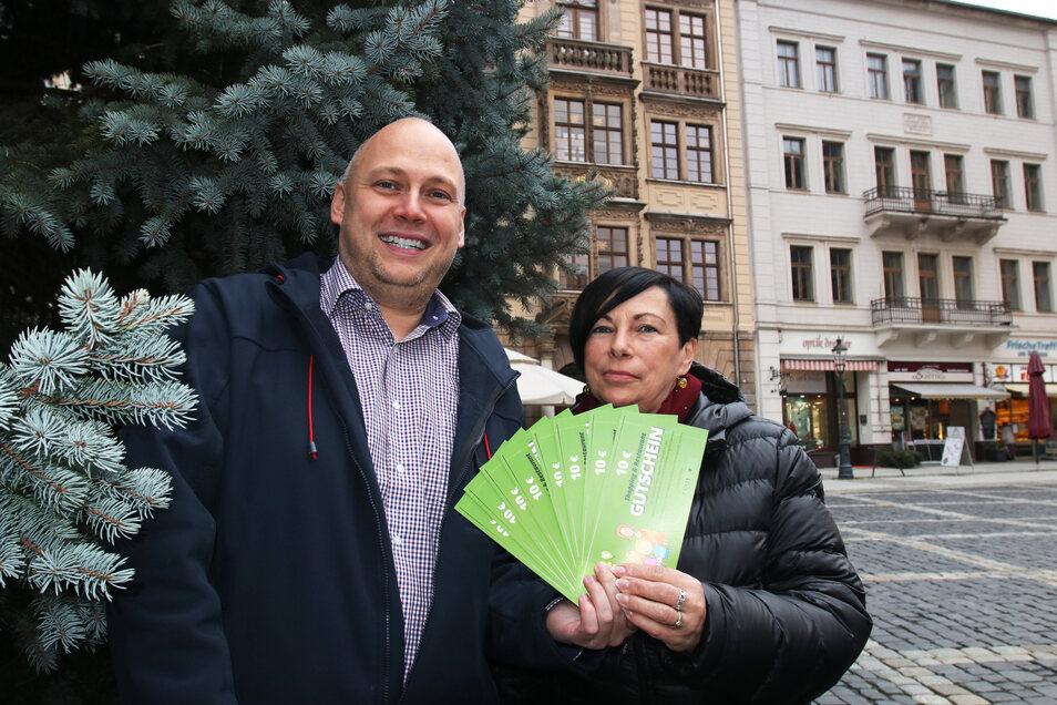 Gleichstellungsbeauftragte Petra Laksar-Modrok und Citymanager Stephan Eichner rufen zum Wettbewerb auf. Zu gewinnen gibt's Restaurant- und Shopping-Gutscheine.