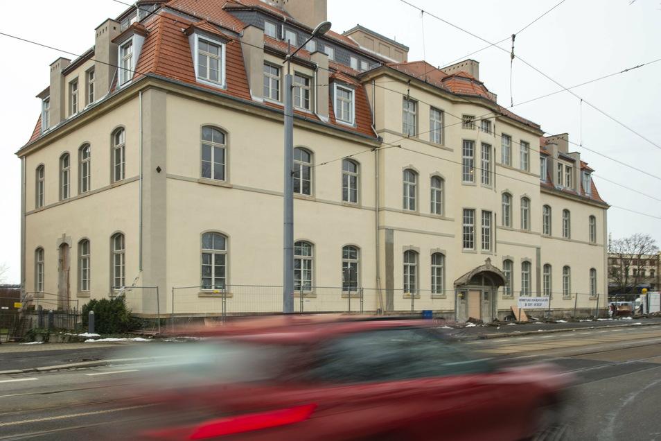 Der Anblick des Gebäudes von der Meißner Straße aus. Die Fassade wurde komplett saniert.