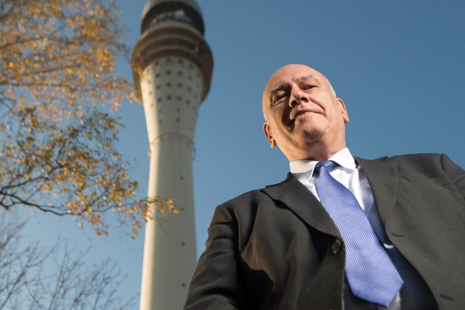 Bundestagsabgeordneter Thomas Jurk (SPD) am Fernsehturm Dresden.