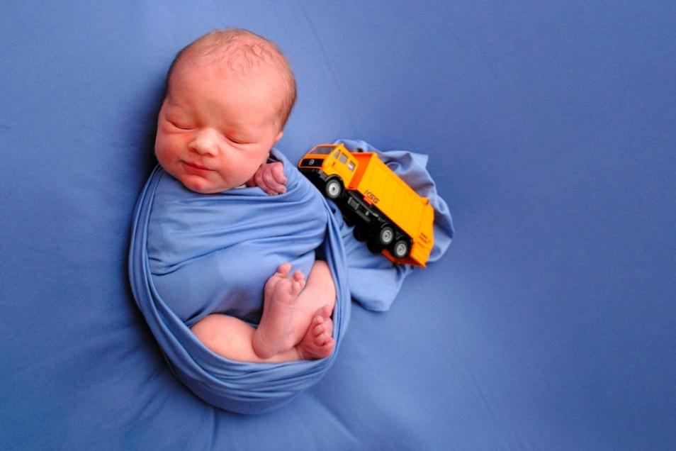 Oskar Kay, geboren am 19. März, Geburtsort: Meißen, Größe: 51 Zentimeter, Gewicht: 3.600 Gramm, Eltern: Doreen Junge und Kay Reinelt, Wohnort: Meißen
