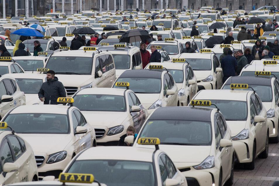 Fahrer und Kunden sind verpflichtet, in Dresdner Taxis eine Maske zu tragen.