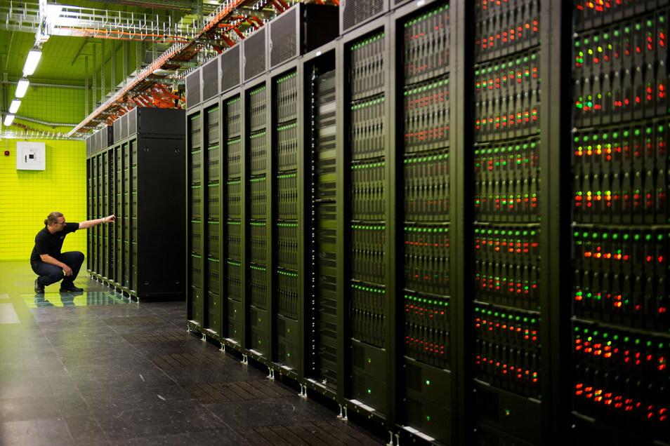 Ein Hochleistungsrechner steht seit einigen Jahren auch an der TU Dresden. Der Frontier, der momentan in den USA gebaut wird, wird um ein Vielfaches schneller sein. Die Software dafür wird in Dresden entwickelt.