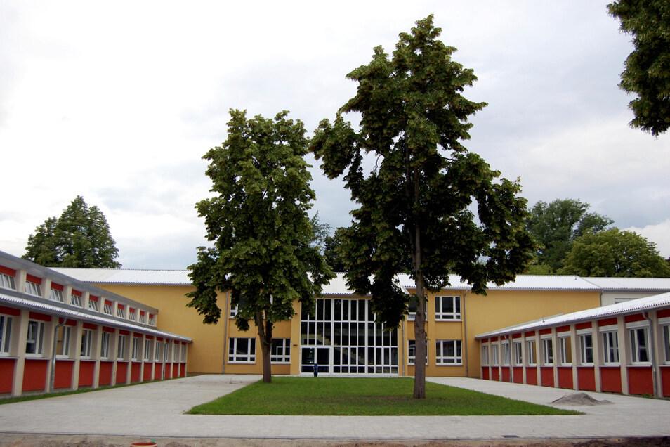 Ein wenig wie aus dem Werbekatalog wirkt der Blick aufs historische Hauptgebäude und zwei der insgesamt drei Unterrichts-Pavillons.