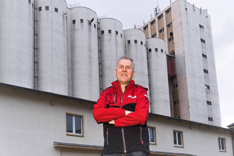 Sven Wendisch auf dem Riesaer Muskator-Gelände: Aus Sicht des Unternehmers steckt in dem Areal ein großes Potenzial.