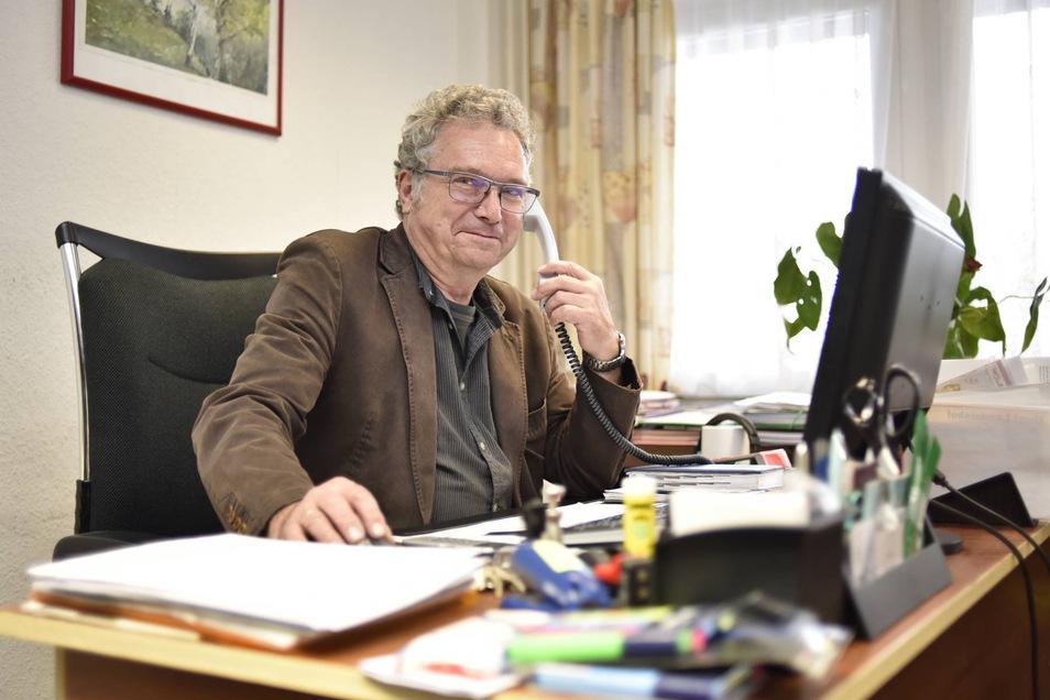 """Jochen Löbel in seinem Lugstein-Leiterbüro. Zutritt zum Hotel hat er seit seiner Kündigung Ende März nicht mehr. """"Es tut schon ein bisschen weh."""""""