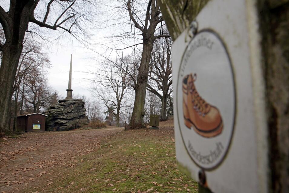Der Keulenberg in Oberlichtenau prägt einen Teil der Region Heidebogen und ist ein beliebtes Wanderziel. Der Pulsnitzer Stadtrat hat beschlossen, dass der Ortsteil in dieser Förderregion bleibt.